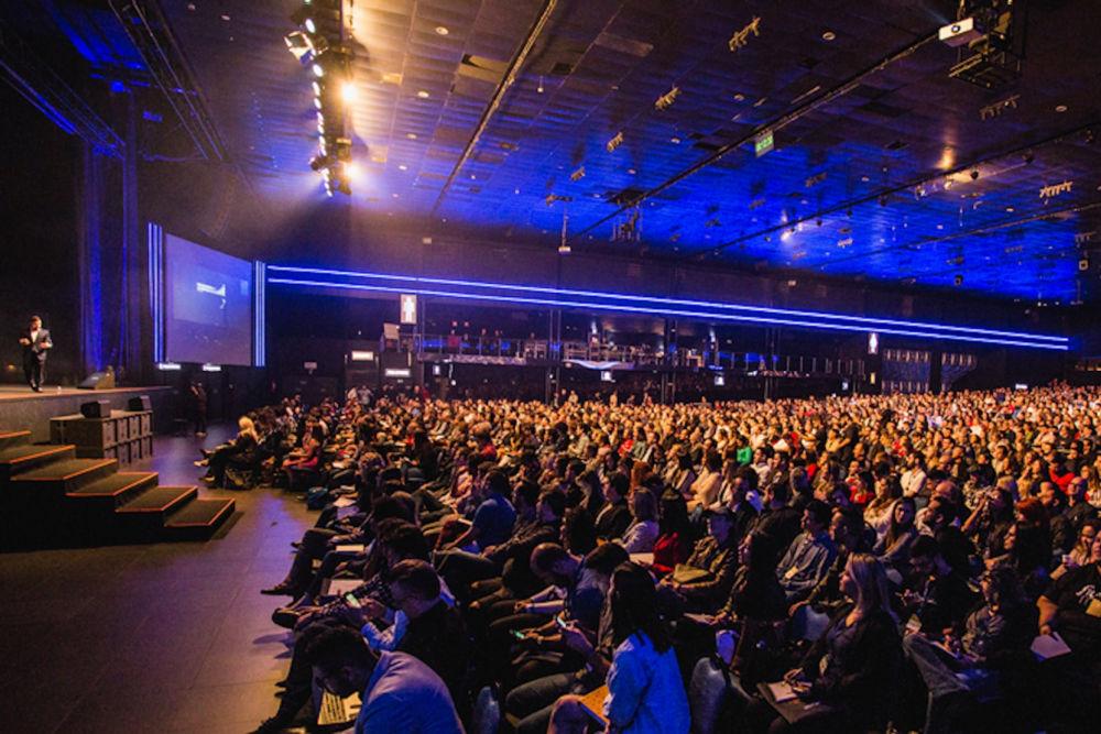Bliv foredragsholder - sal fyldt med publikum
